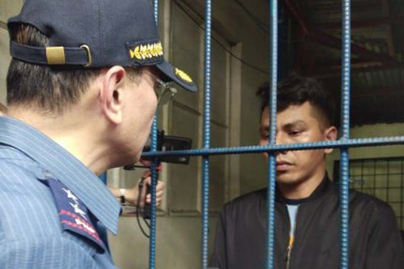 WATCH: NCRPO chief scolds Pasay City cop nabbed for extortion