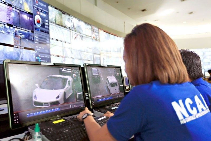 PNP chief Director General Oscar Albayalde said the use of cars with dark tints on the windshields poses a problem with the implementation of two laws: Republic Act 10913 or the Anti-Distracted Driving Act and RA 8750 or the Seat Belt Law.