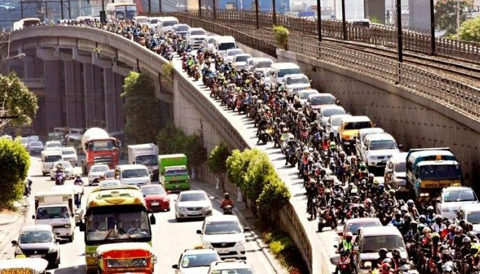 Motorcycle riders are seen on a flyover on EDSA yesterday during a unity ride against the Motorcycle Crime Prevention law.