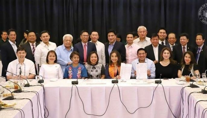 Leaders of both chambers met yesterday at the Senate in another effort to end the impasse over the General Appropriations Bill (GAB) after their meeting with Duterte two weeks ago at Malacañang in an attempt to end their dispute.