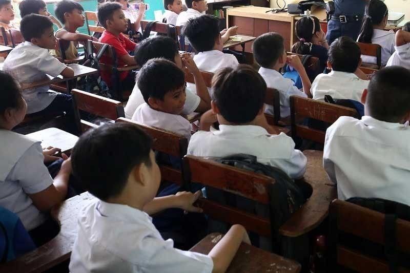 School opens doors to deaf students