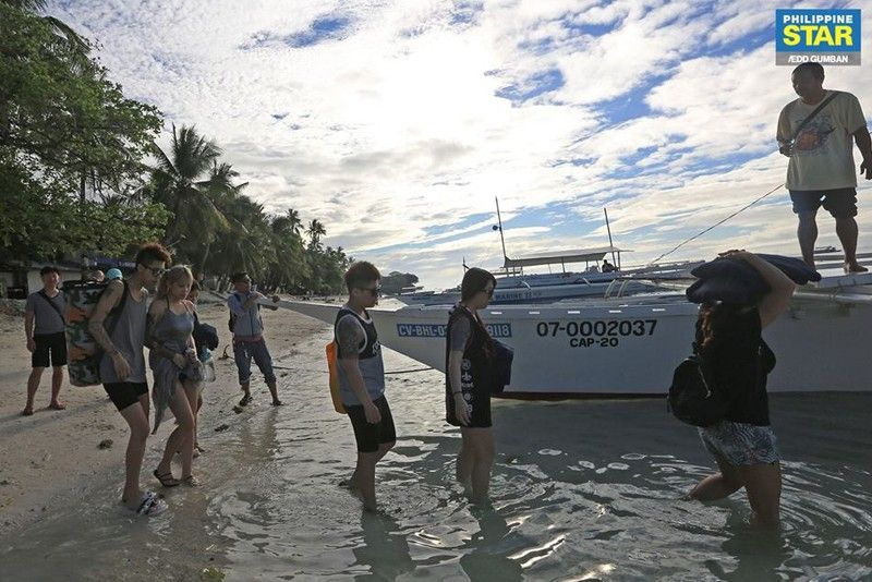 Foreign tourist arrivals up 7.6% to 2.2 million in Q1