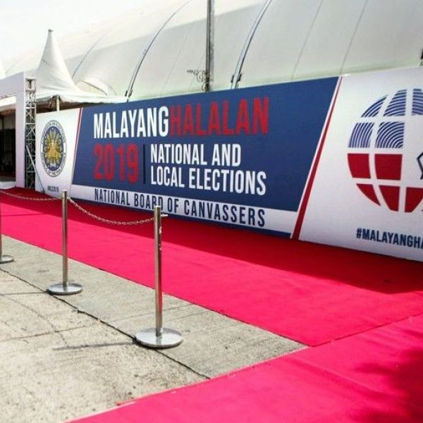 No Show: Photo shows the red carpet that was rolled out for the proclamation of winning senatorial candidates at the Comelec�s National Board of Canvassers command center at the PICC in Pasay City yesterday. The proclamation was deferred again yesterday.