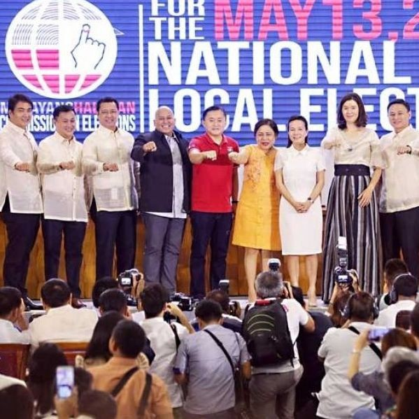 Winning senators in the midterm elections pose for a group photo during proclamation rites at the PICC Forum in Pasay City yesterday. From left: Ramon Revilla Jr., Francis Tolentino, Lito Lapid, Ronald dela Rosa, Christopher Lawrence Go, Cynthia Villar, Grace Poe, Pia Cayetano, Juan Edgardo Angara, Imee Marcos, Aquilino Pimentel III and Nancy Binay.