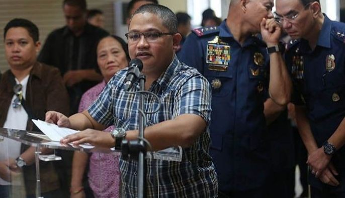 "The Philippine National Police presented Peter Joemel Advincula, claiming to be ""Bikoy"" of the ""Ang Totoong Narcolist"" video series, in a news conference on May 23, 2019."