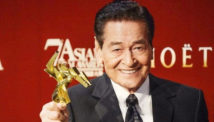 Actor Eddie Garcia poses with his Best Actor award at the 7th Asian Film Awards in Hong Kong in this March 18, 2013 photo.