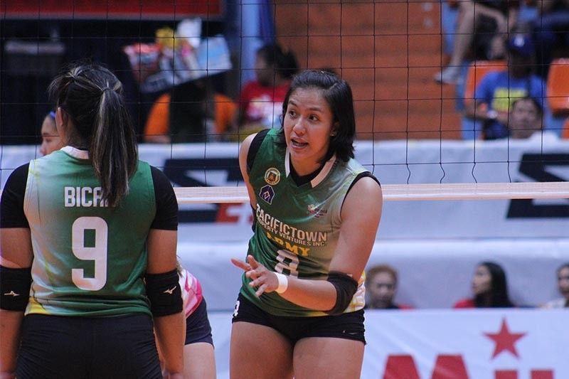 Jovelyn Gonzaga receives Philippine Army academic award