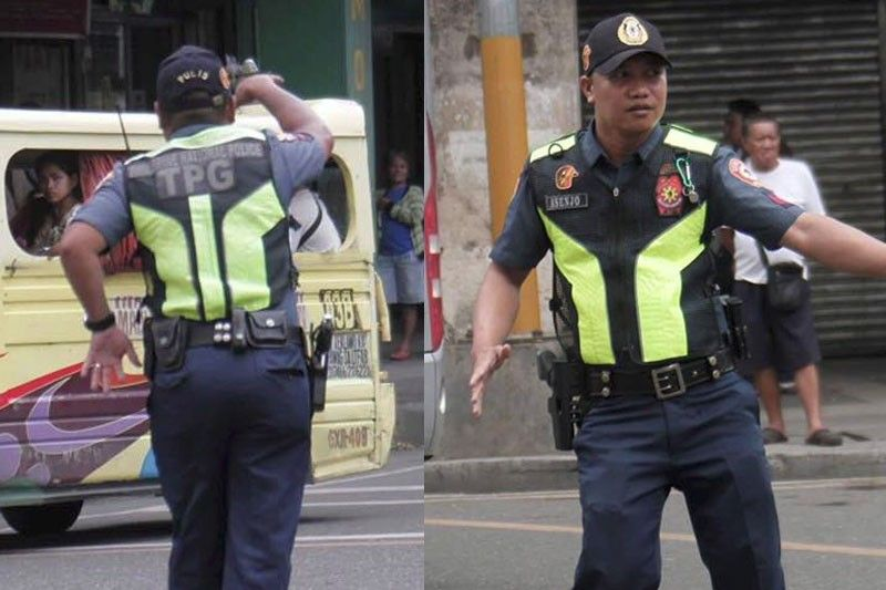 Dancing traffic policeman lauded by public, superiors