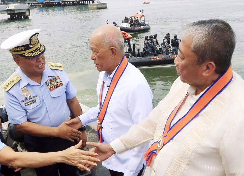 DND chief bares Philippines intrusion by China warships