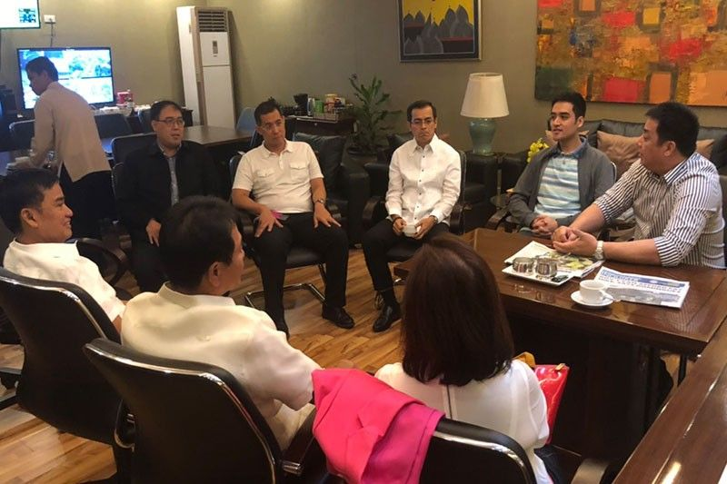 Metro Manila mayors to clear national roads within 60 days