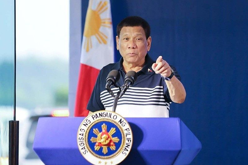 Palace defends Duterte's remark that cops can receive gifts