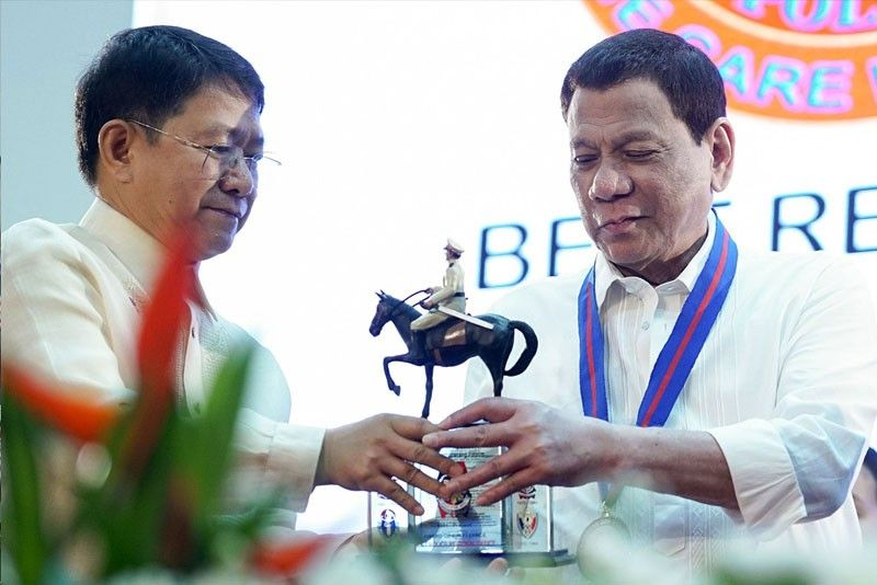 Palace defends Duterte stand on gifts
