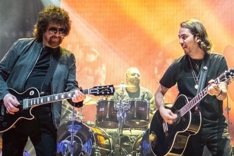 Beatle�s son gets lift from ELO
