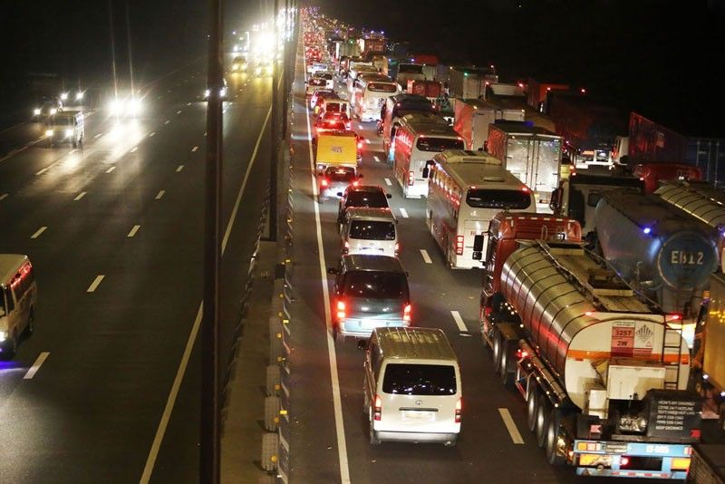 SLEX lane closure paralyzes Muntinlupa