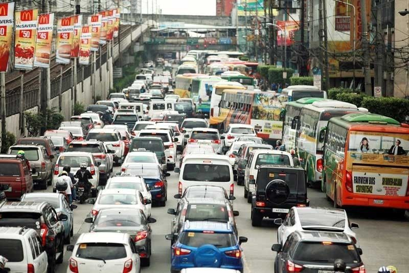 Commuters told to pray rosary, multitask to fight stress during traffic jams