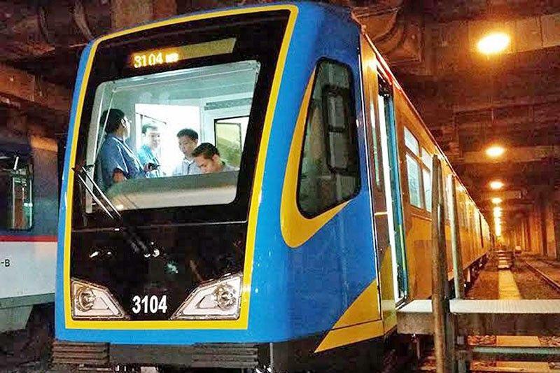 MRT-3 deploys first Dalian train set