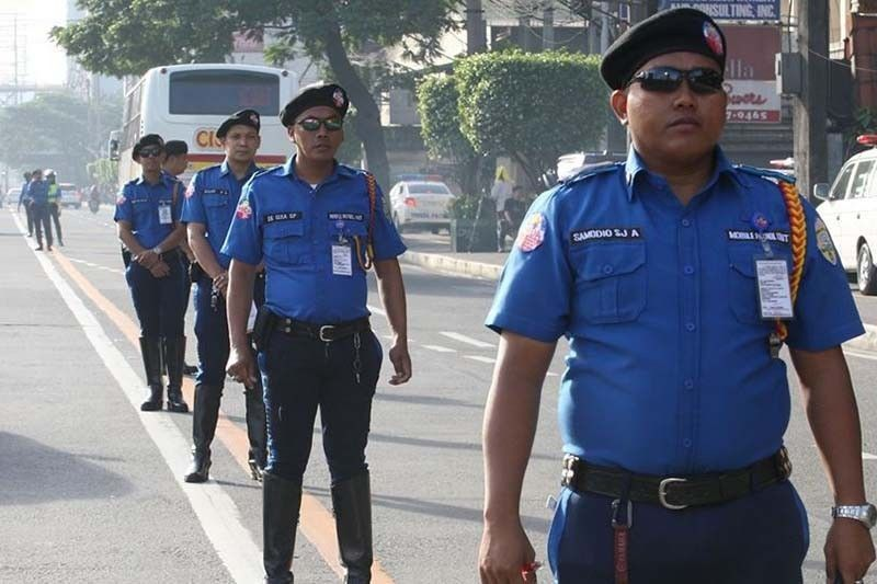 Traffic enforcer tiklo sa kotong