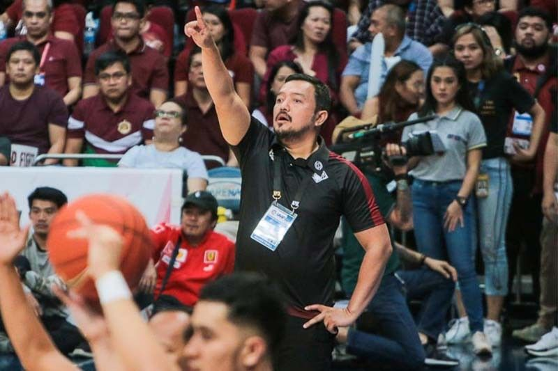 UP alumni group founder blasts 'fake news' about Bo Perasol's supposed departure as Maroons coach
