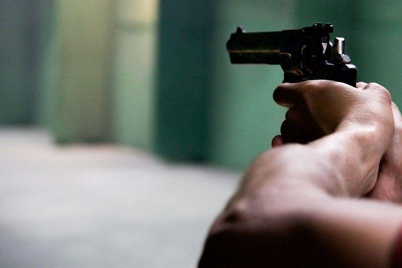 Robbery suspect slain in shootout