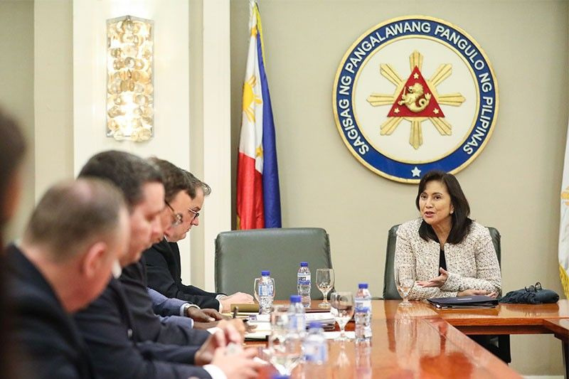 Robredo discusses anti-drugs cooperation with US officials