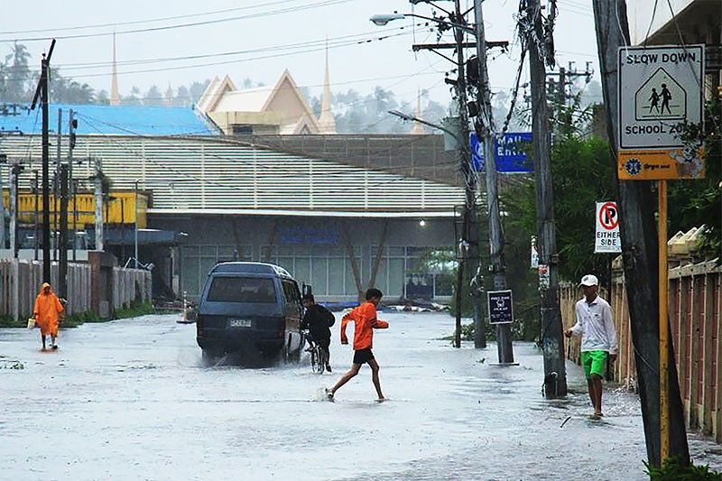 Typhoon Tisoy pounds Philippines, forces NAIA closure