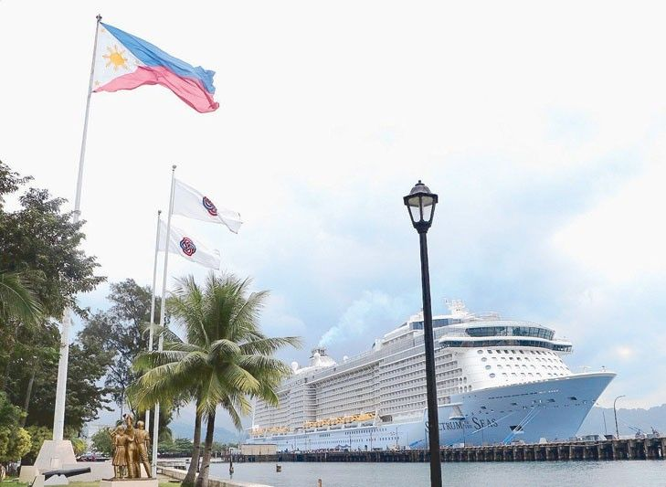 Asia�s biggest cruise ship docks in Subic