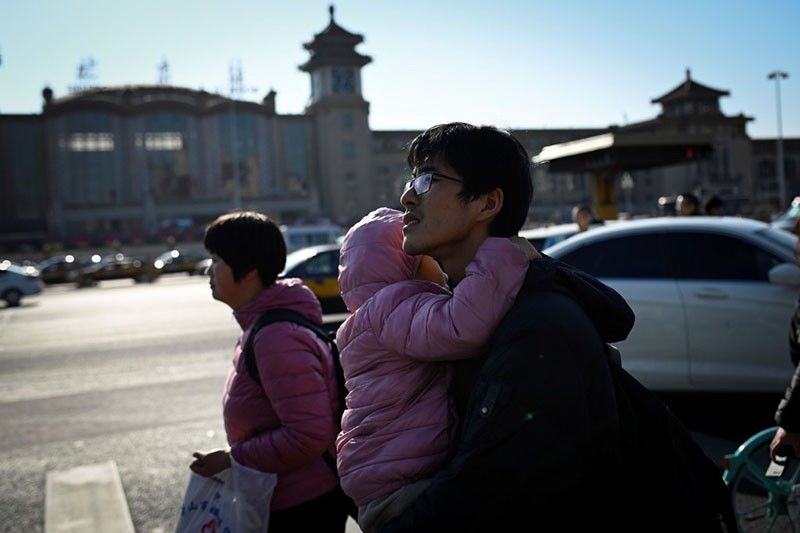 China reports first death from mystery pneumonia outbreak