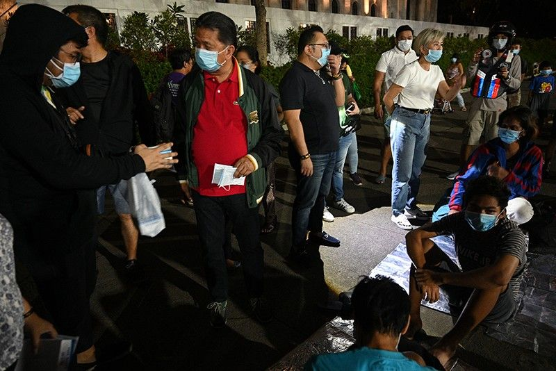 Manila vice mayor warns businesses as face mask prices spike to P200 amid Taal eruption