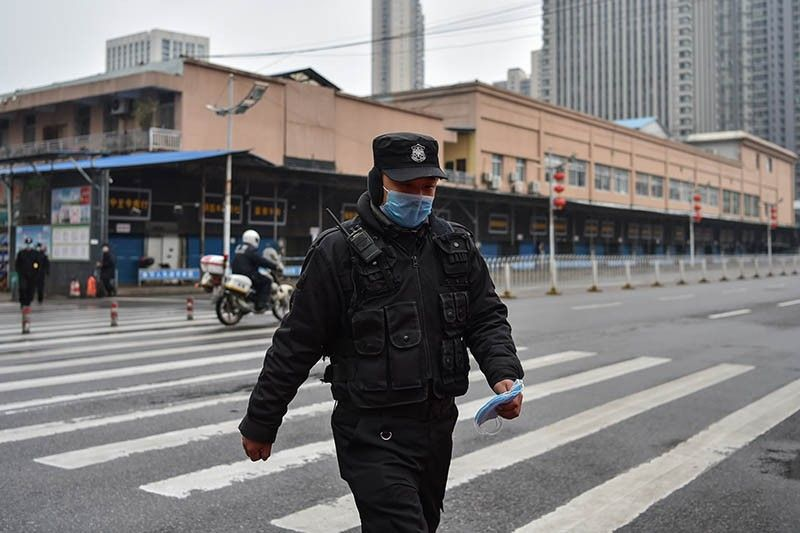 China shuts down transport in eight cities around virus epicenter