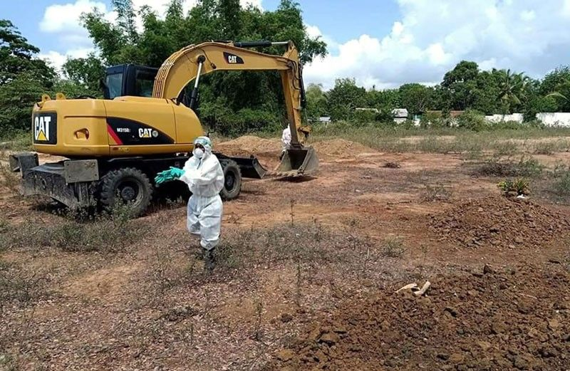 Backhoe used to dig graves for COVID fatalities in Zamboanga