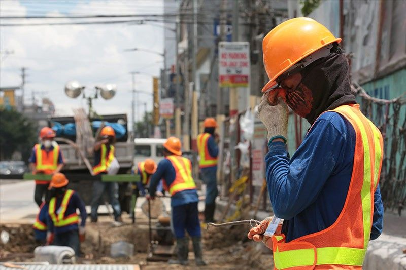 COA flags delayed, defective DPWH projects