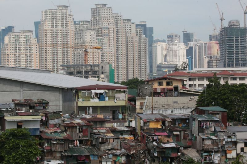 Record-high 43% of Filipinos expect their lives to worsen over next year � survey