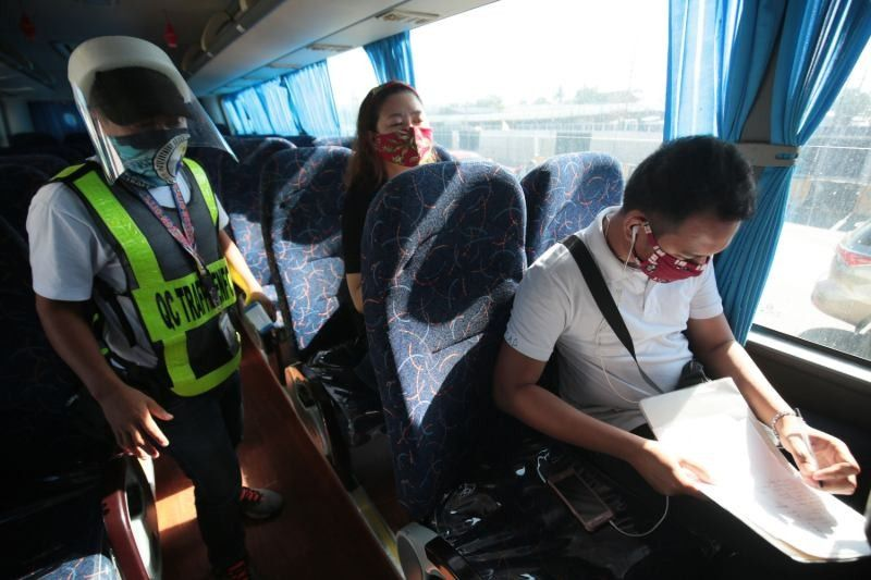 DOTr to require UV lights, plastic barriers in PUVs