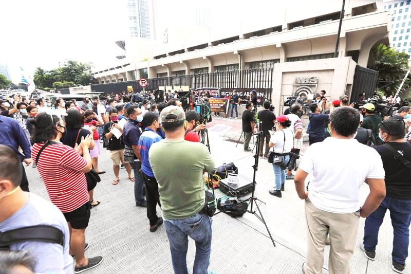 House panel rejects new franchise for ABS-CBN
