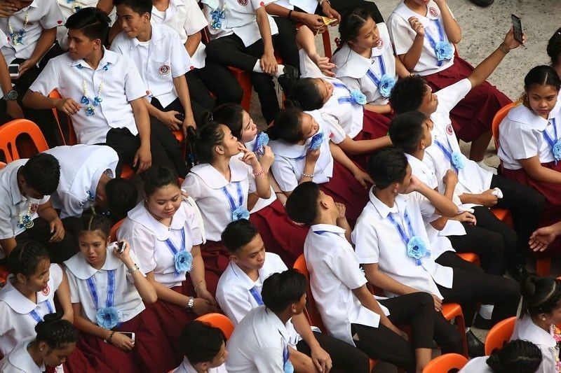 DepEd to accept late enrollees in public schools