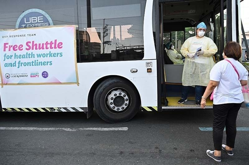 Robredo resumes free shuttle services for health workers