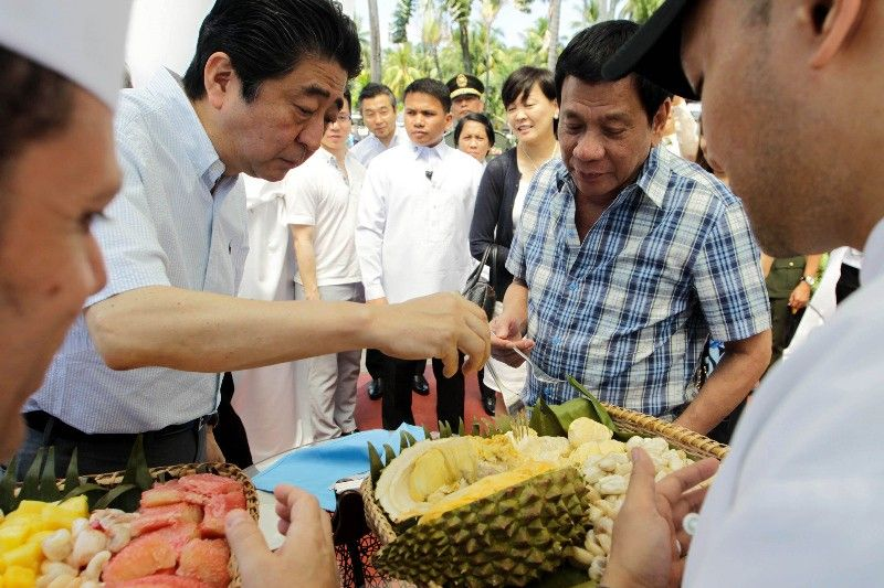 Shinzo Abe with Rodrigo Duterte in Davao City