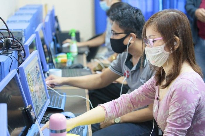 Less than half of adult Filipinos use the internet � survey