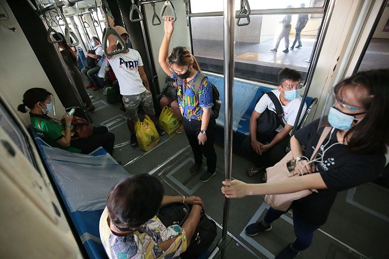 Duterte rules retaining 1-meter distancing in public transpo