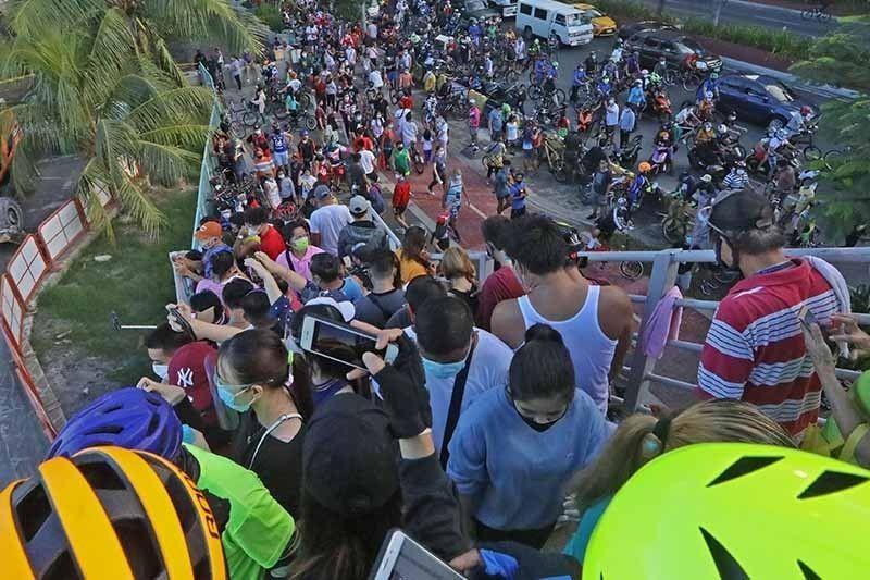 Robredo: Pandemic didn't cancel Manila 'white sand' opening, shouldn't push back polls