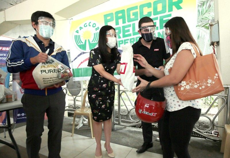 Quezon City, PAGCOR give relief packs to jeepney drivers