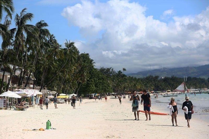 Bilang ng turista sa Boracay matamlay