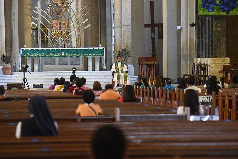 Lockdown tests faith in virus-hit Philippines