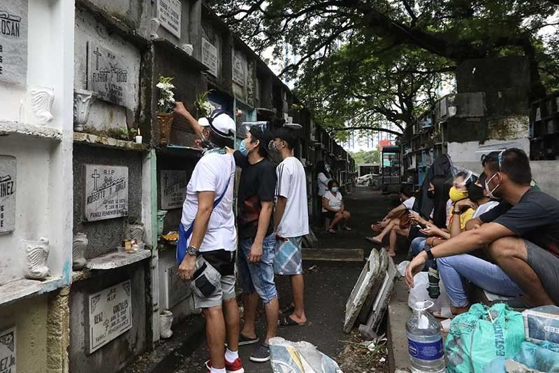 COVID-19 caseload in Philippines rises to 371,630 as deaths breach 7,000