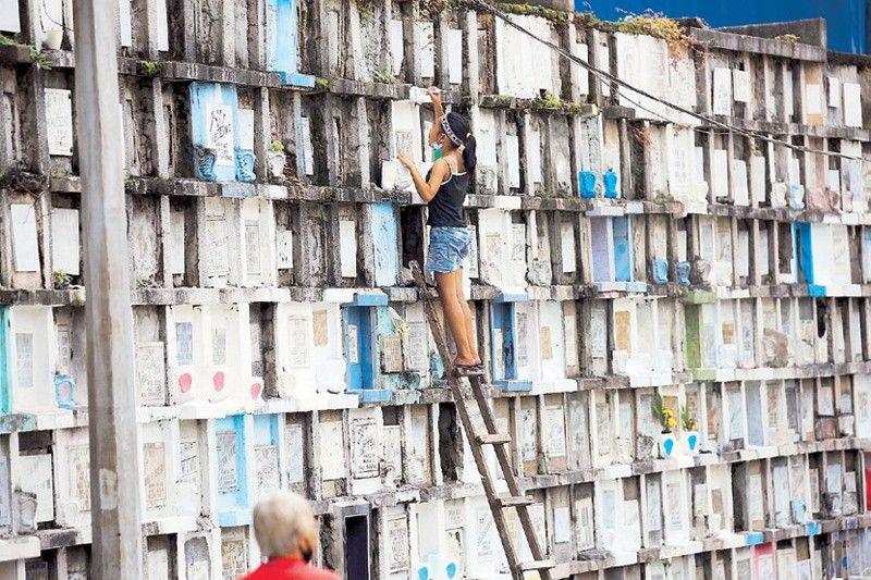77,000 cops, barangay security in Metro Manila cemeteries for Undas