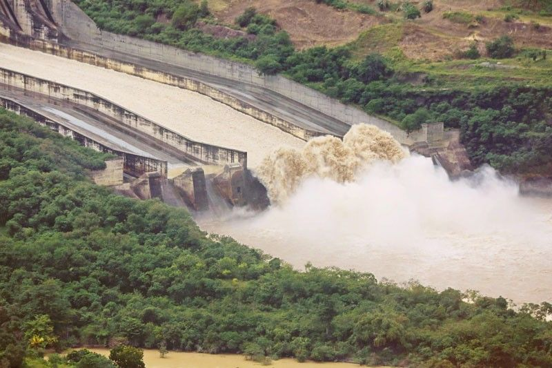 Dam�s released water equivalent to 2 Olympic pools per second