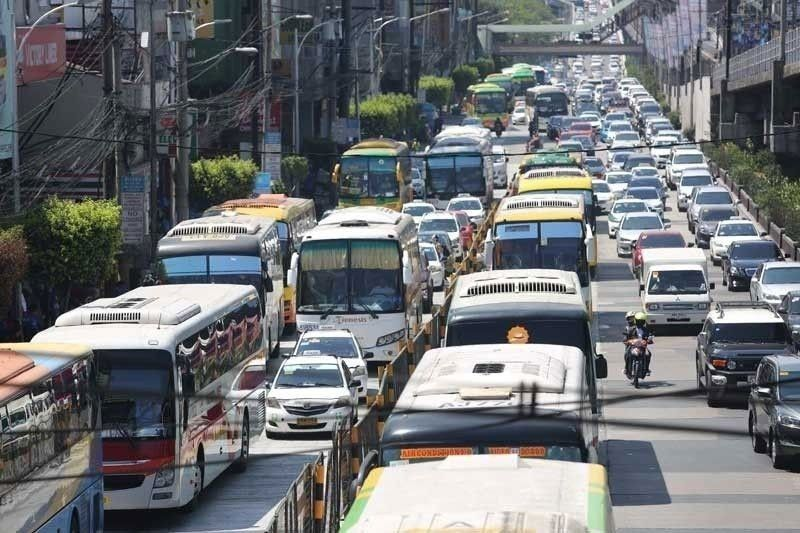 1,043 jeepneys, 221 provincial buses resume operations