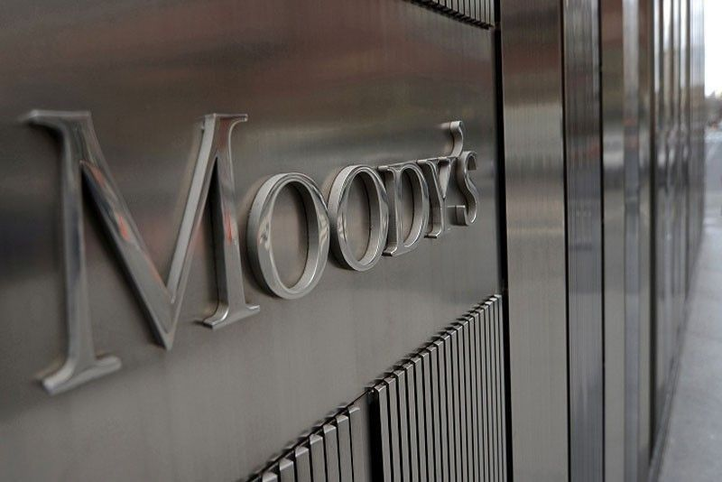 Moody�s downgrades 2 banks� outlook