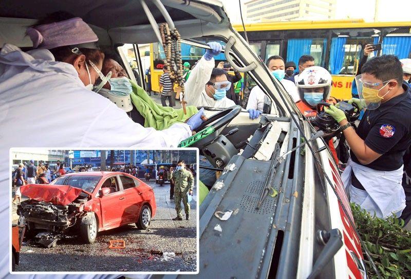 2 dead, 14 hurt in road mishaps