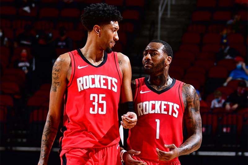Rockets win sans Harden; Cavs turn back Hawks